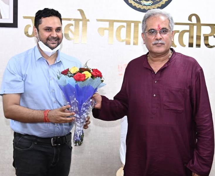 Higher Education Minister Shri Patel wishes birthday to Chief Minister Mr. Baghel