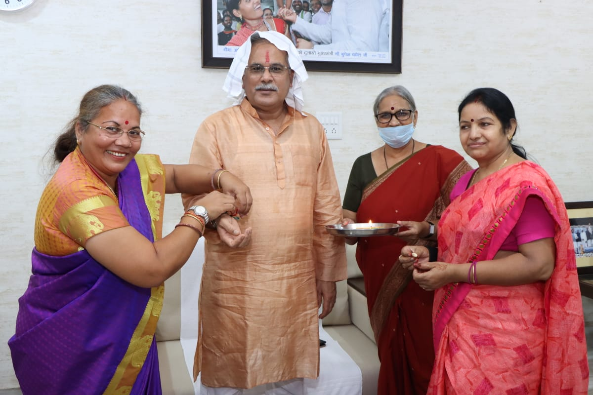 Smt. Chhaya Verma, Dr. Kiranmayi Nayak and Mrs. Karuna Shukla tied the Rakhi to the Chief Minister
