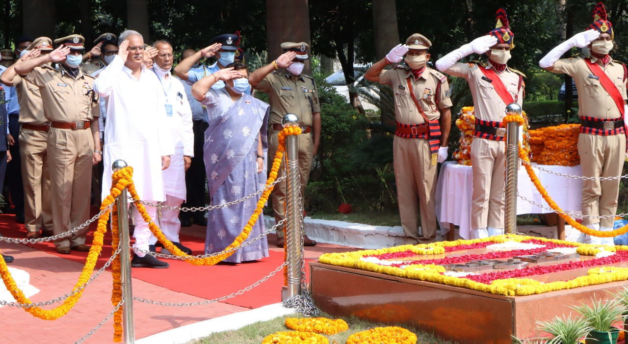Governor, Chief Minister, and Home Minister paid tribute to the martyrs in Shaheed Vatika