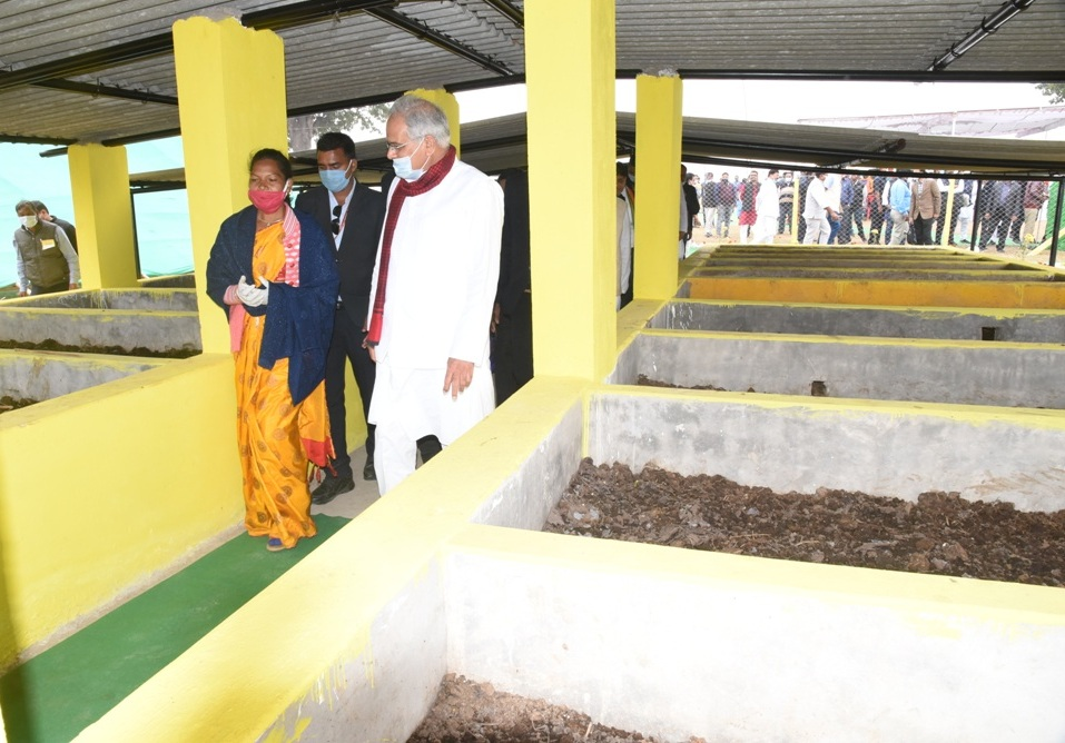 CM inaugurated poultry shelter - dialogue with public representatives and women of the group