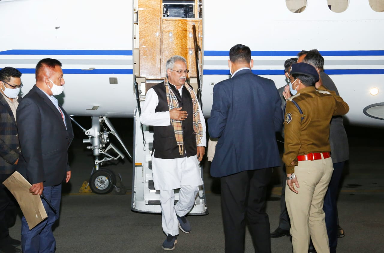 Chief Minister Bhupesh Baghel welcomed on arrival in Raigad