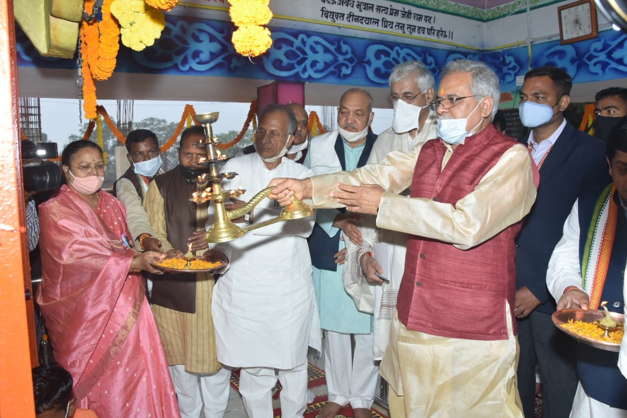 In Pavandhara Chandkuri, the Chief Minister offered special prayers to the mother Kaushalya with the ministers
