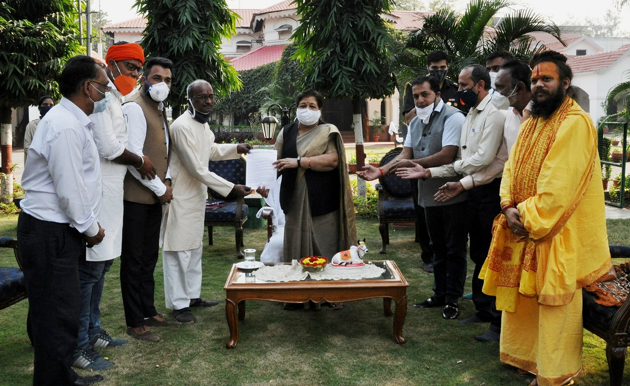 Memorandum submitted to the Governor regarding the complete preservation of Shri Pateshwar Dham