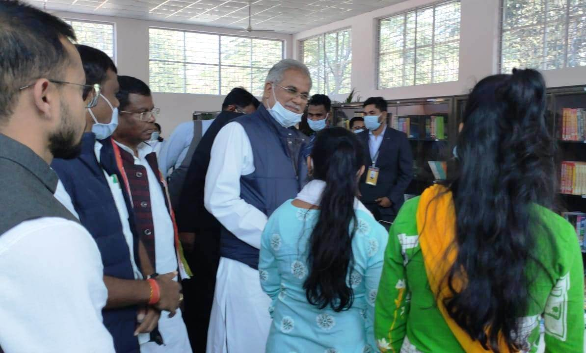 Chief Minister Mr. Bhupesh Baghel meets with students of Study Circle Sukma
