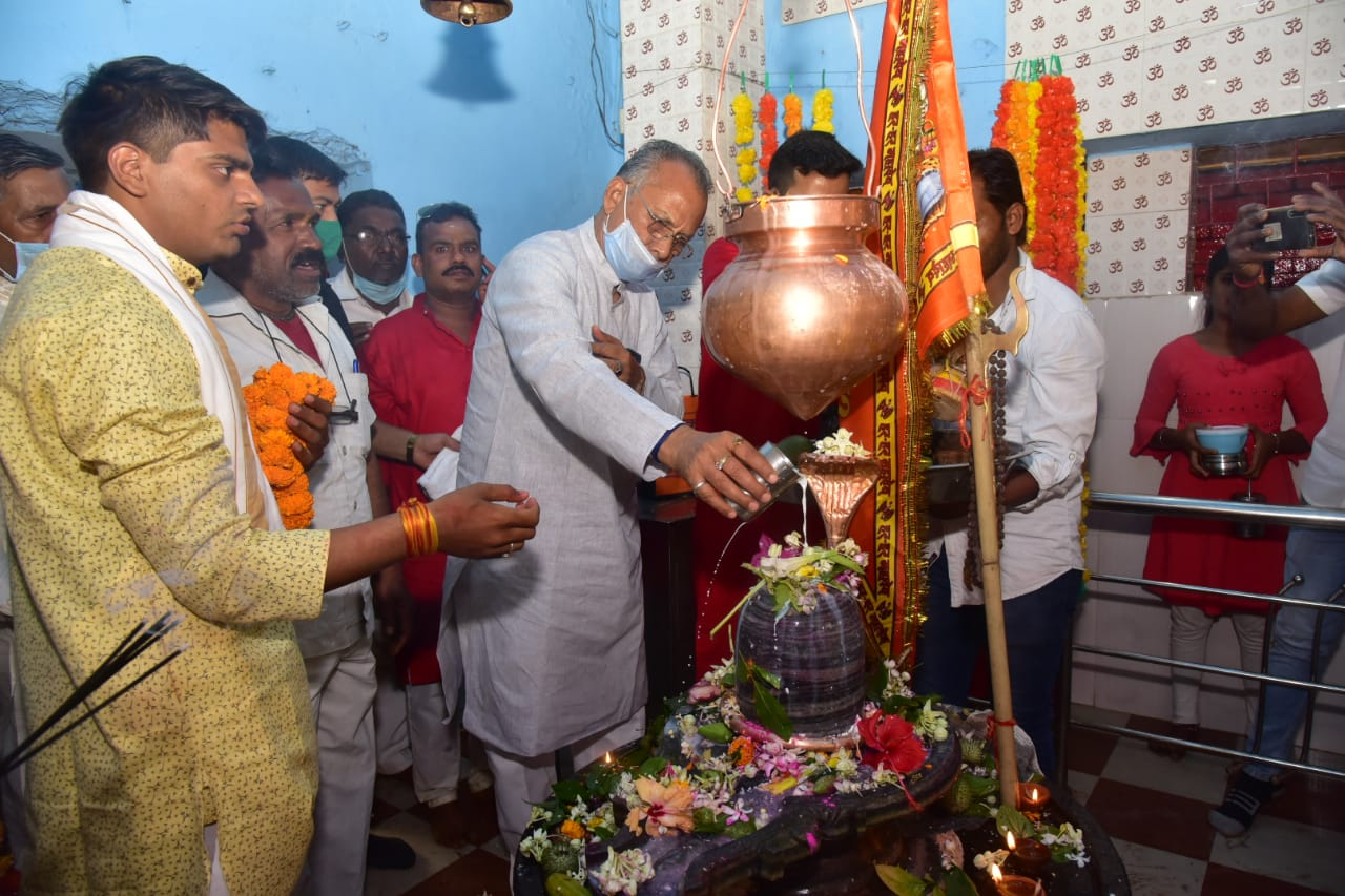 On Mahashivratri, the home minister prayed and prayed and wished for prosperity and prosperity of the state