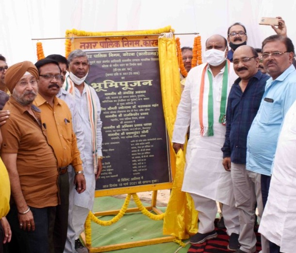 Revenue Minister Shri Jai Singh Aggarwal laid the foundation stone of the new building of the school in Korba.
