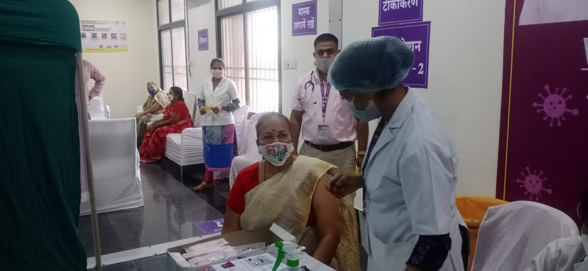 Chhattisgarh State Commission for Women has introduced second phase corona vaccine