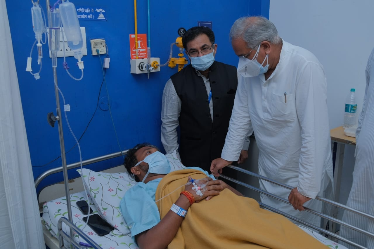 Chief Minister Bhupesh Baghel arrives at the hospital and meets the injured soldiers